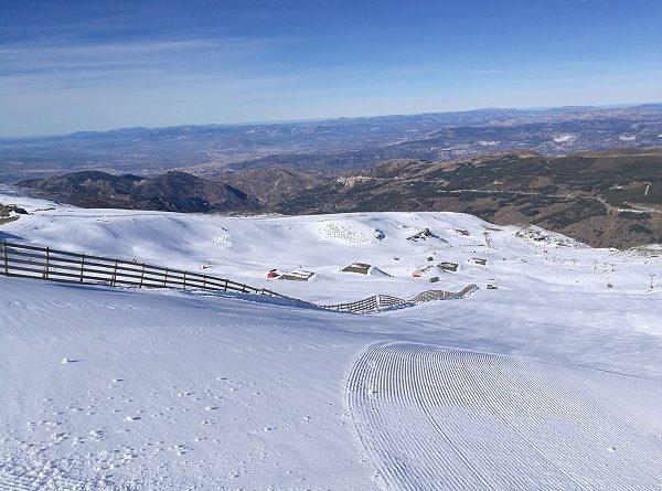 LA LOMA DE DÍLAR Y PARTE DEL SNOWPARK SULAYR LISTO PARA EL PUENTE.